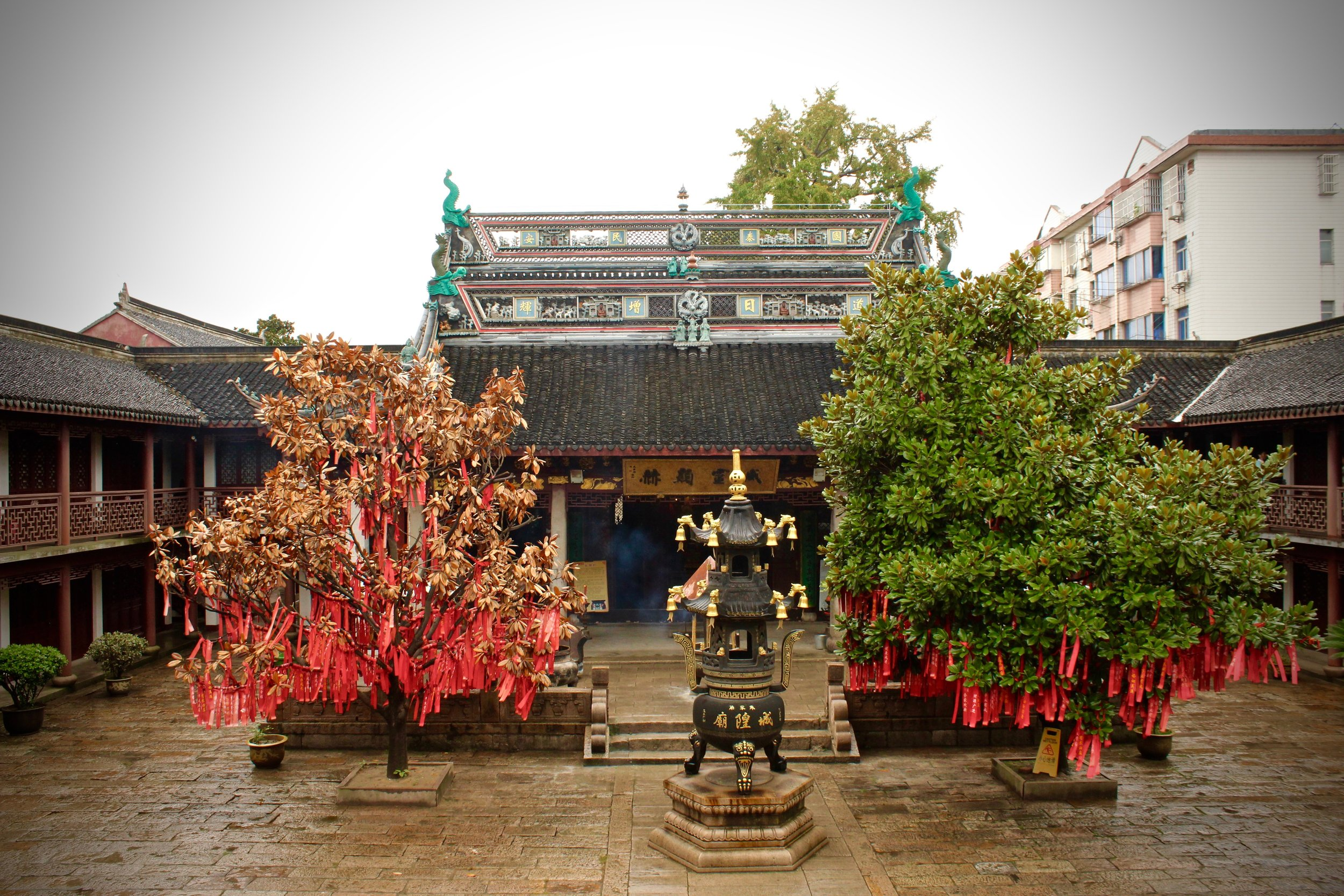 One of the many buddhist temples in Zhujiajiao.