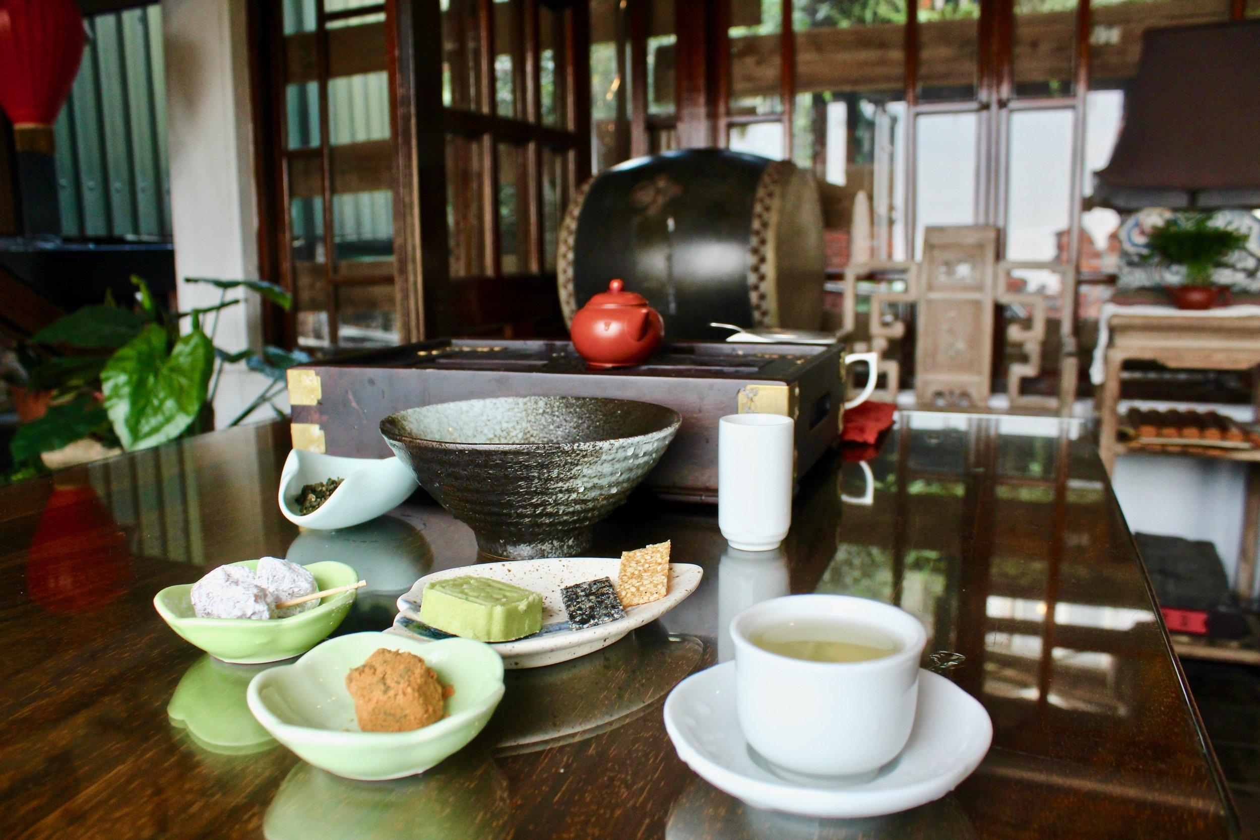 The tea set you can enjoy in said tea house.