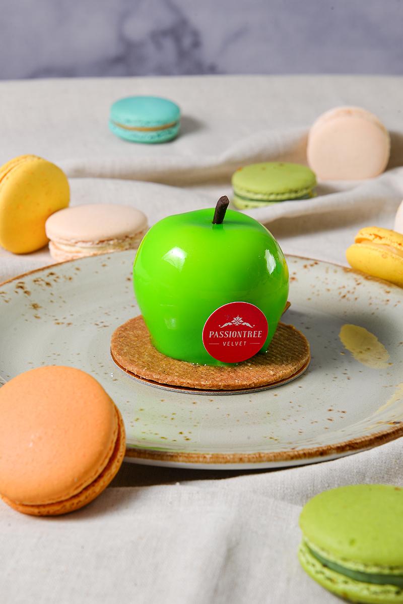 Apple Delight Piece Cakes & Macarons