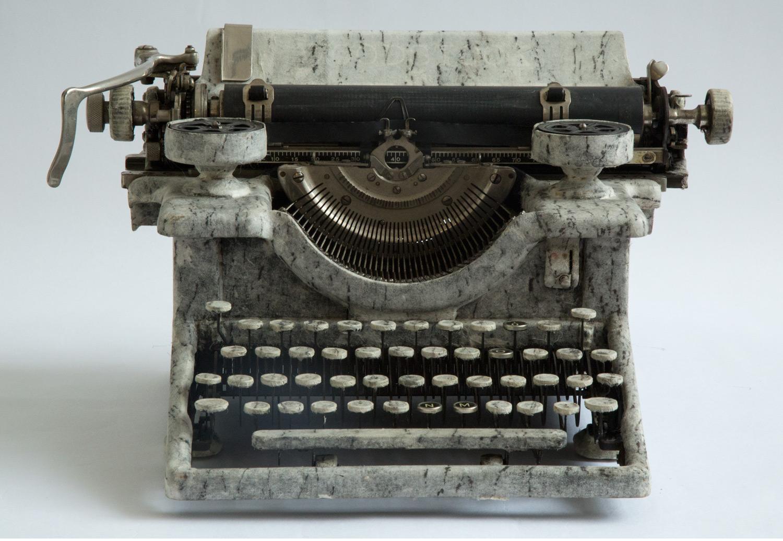 2001_typewriter_moon.jpg