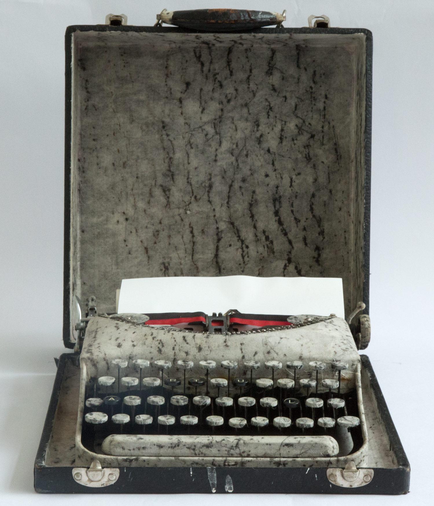 2001_typewriter_ultra.jpg