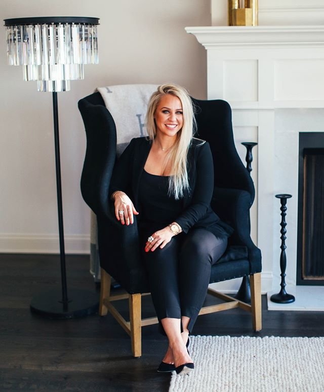 Need help with your jewelry wardrobe or picking an amazing gift? We have just the lady for you to talk to! Meet our Luxury Concierge, Lindsay Smith!  For more than 10 years, Lindsay Smith has worked as a personal stylist and shopper for professional athletes and executives around the country. Now, she's our Luxury Concierge. Check out her article in our new Spring Accent magazine to get more of a glimpse into her world and what she does!  #diamondcellar #luxurygoods #jewelry #columbusoh