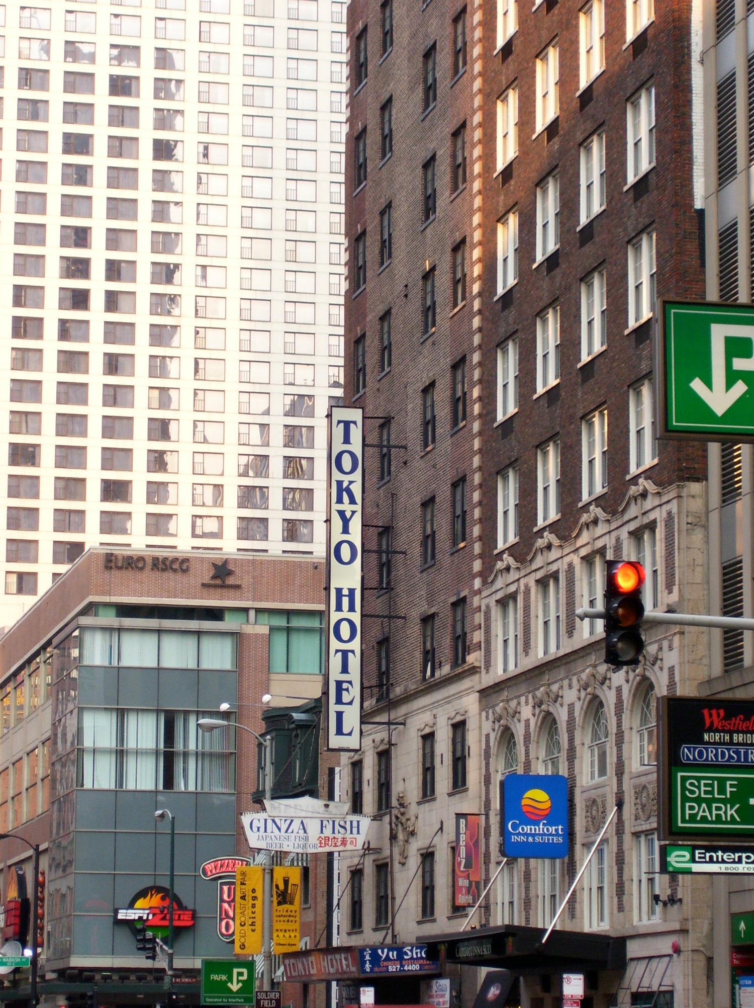 My Worst Hotel Experience - We Stayed in a Chicago Gangster Hotel