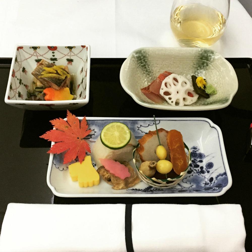 ANA Business -luokan pääruokana sashimi