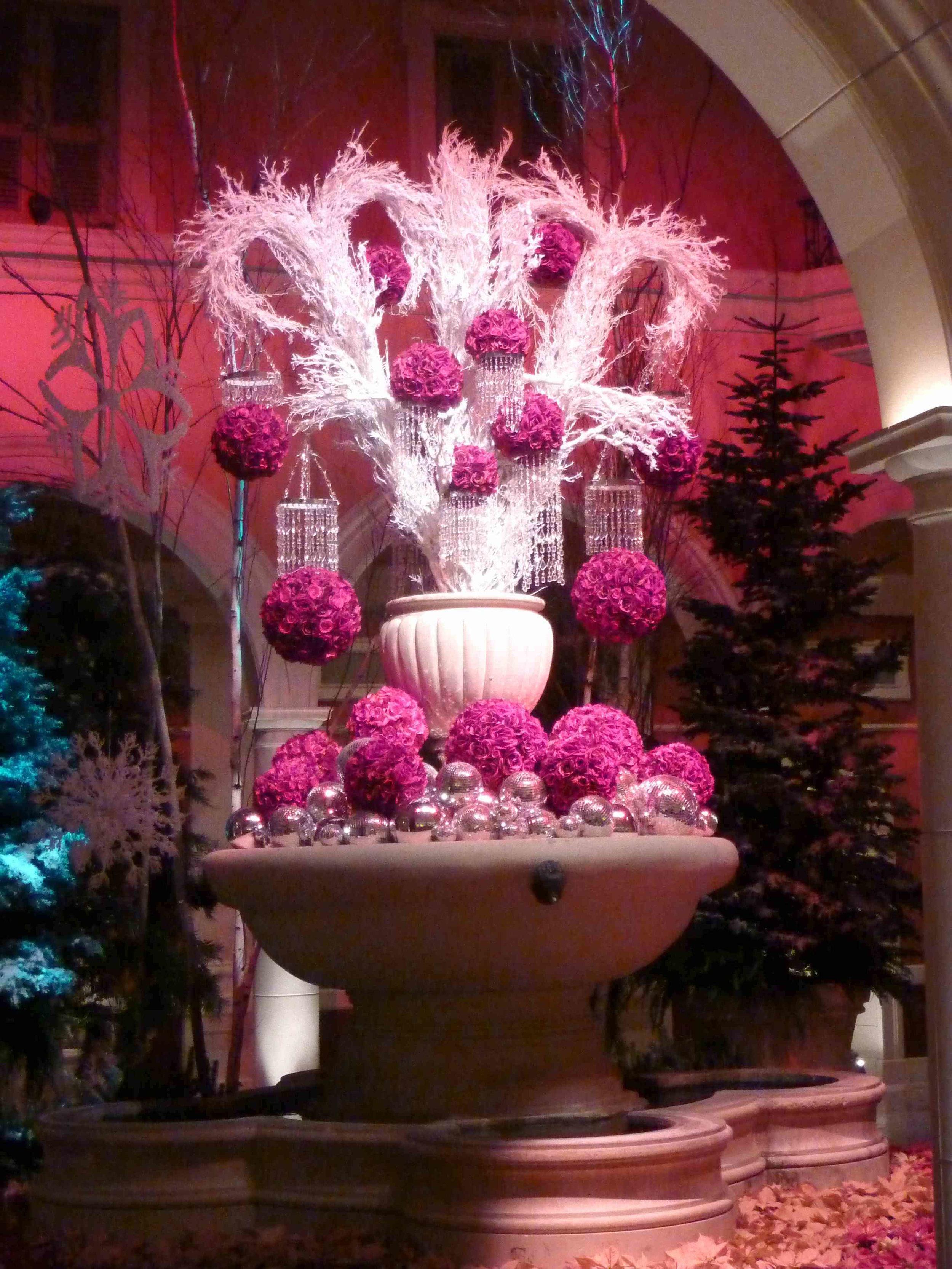 Bellagion aulan kukkaistutukset ovat jo nähtävyys itsessään