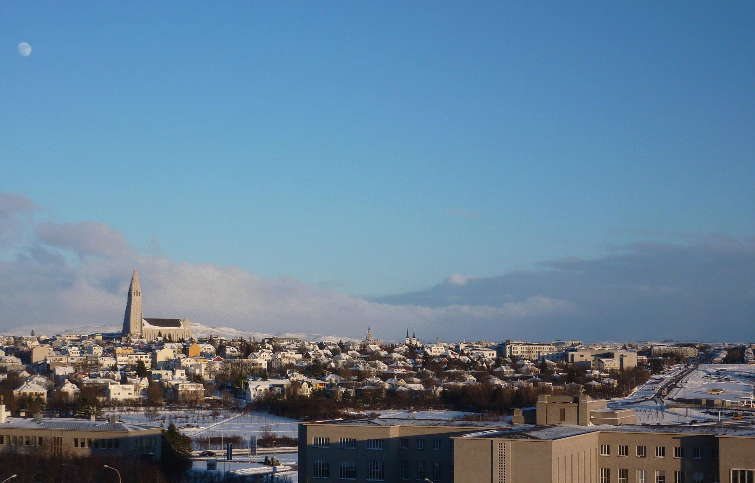 Reykjavik hotellihuoneeni ikkunasta nähtynä.