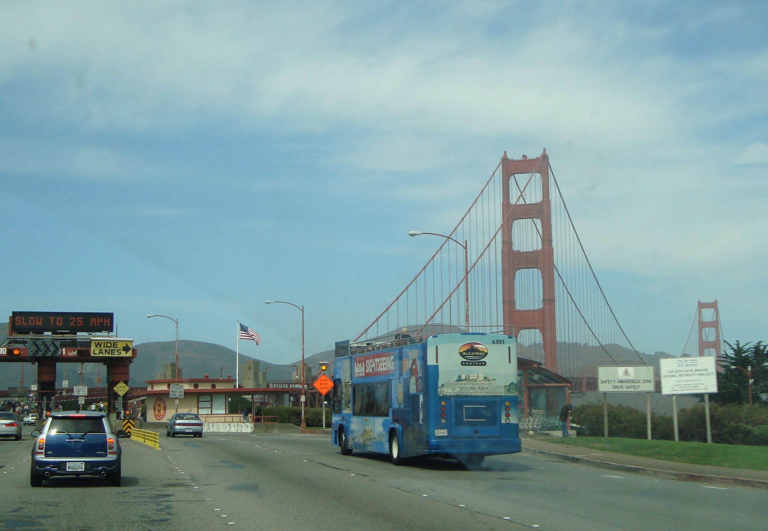 Bridge Round House oli tämän kuvan ottamisen aikana vielä lahjatavarakauppa. Se kuvassa Amerikan lipun alla oleva rakennus.
