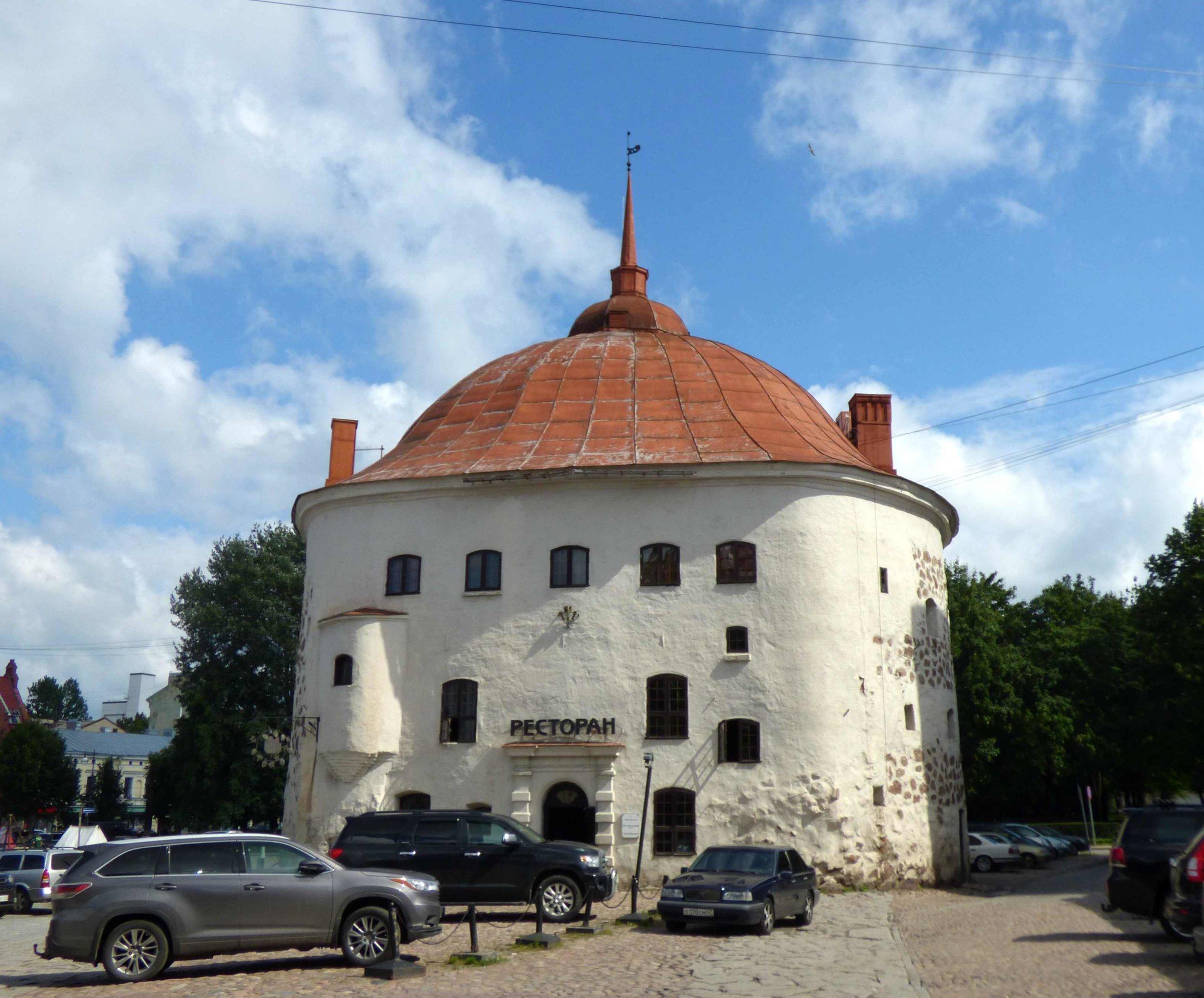 Pyöreä torni on nykyään ravintola, mutta se oli aikanaan osa kaupunginmuuria