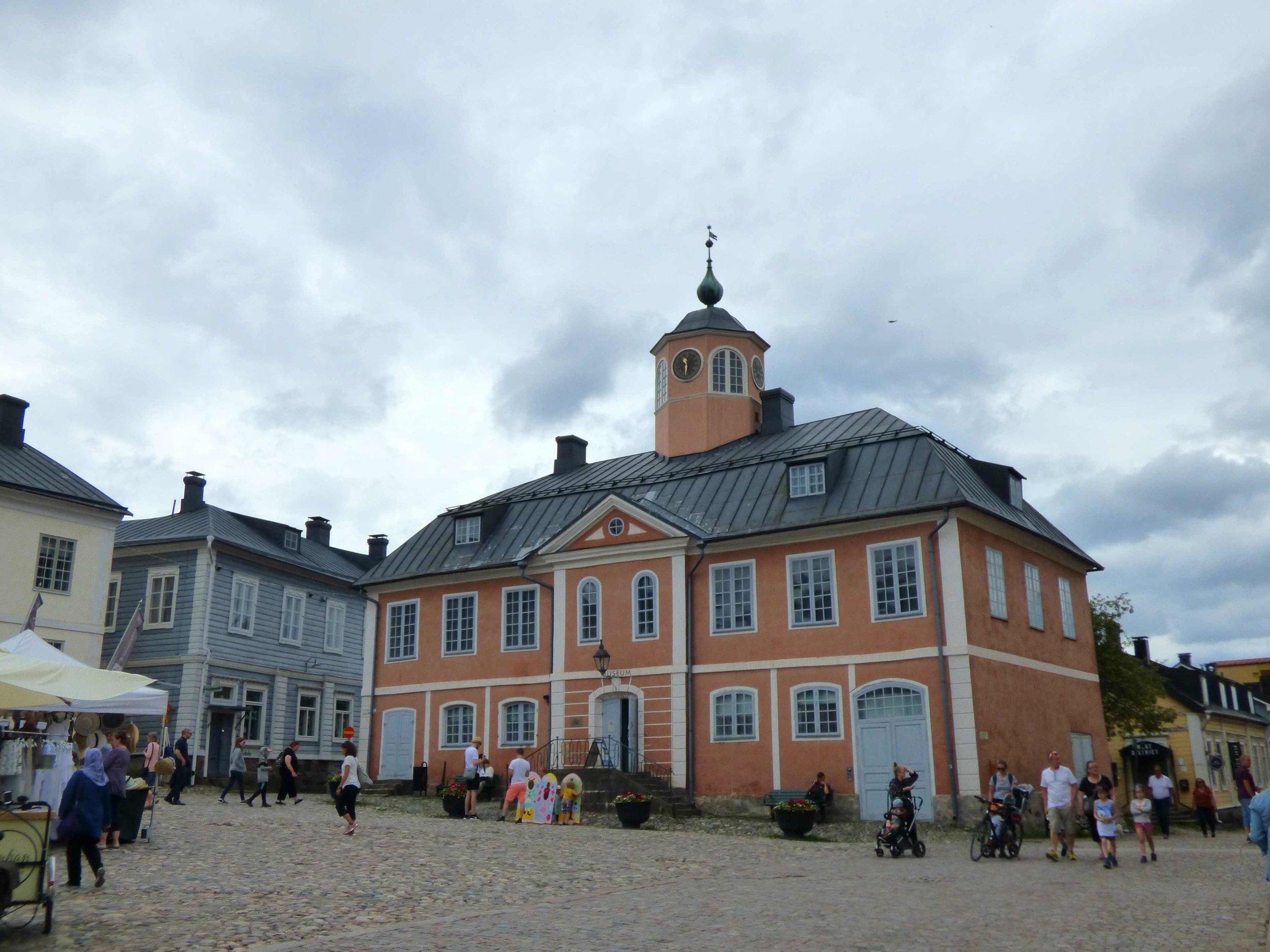 Porvoon raatihuone on rakennettu vuosina 1762-1764