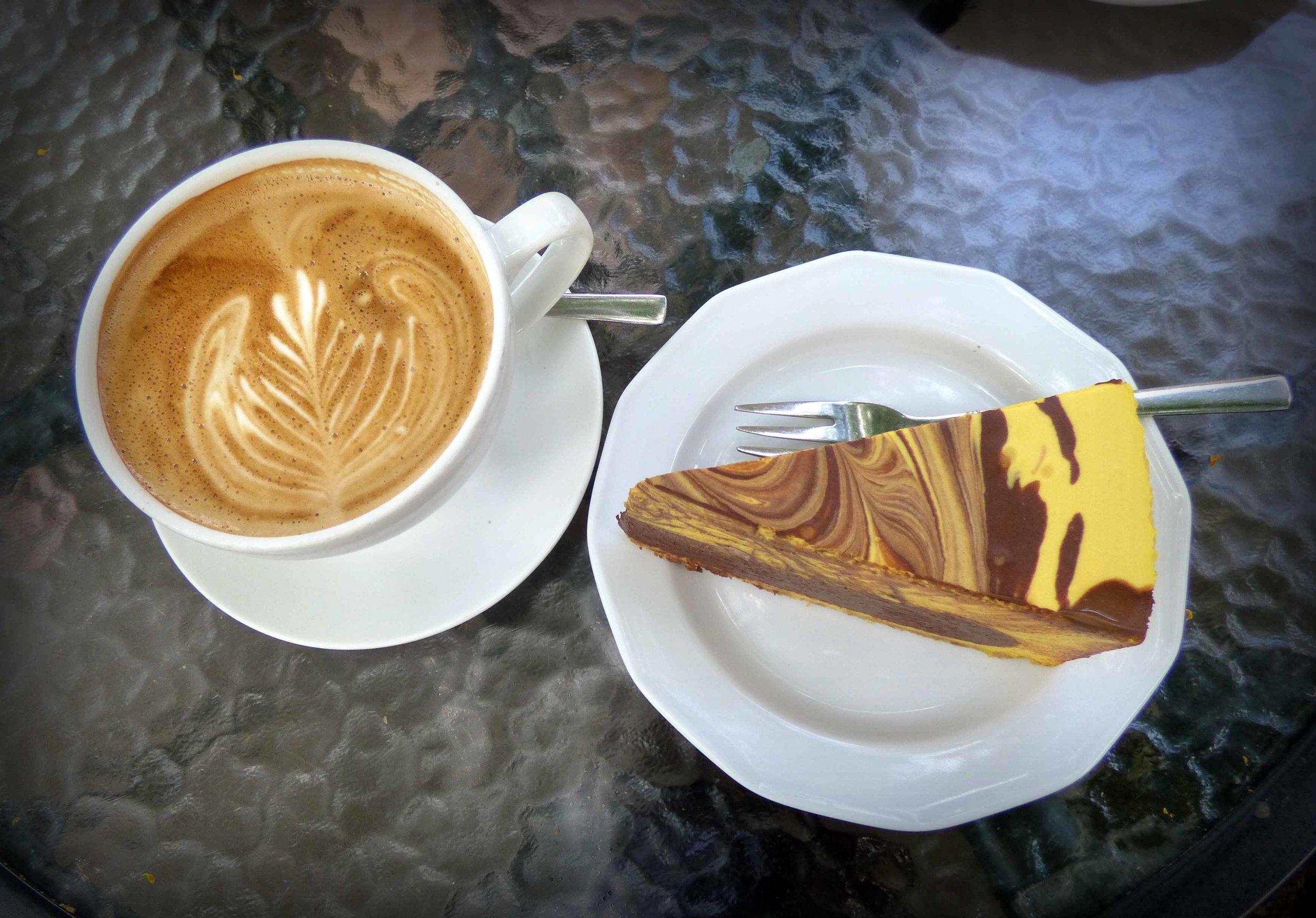 Cafe Art; Korvapuustin sijasta tällä kertaa mango-suklaakakku