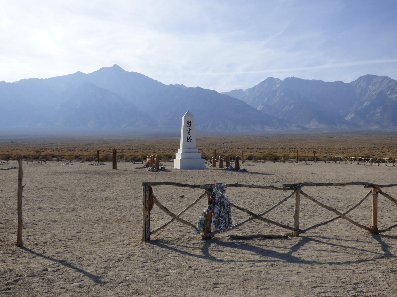 Manzanarin hautausmaalle pystytetty muistomerkki