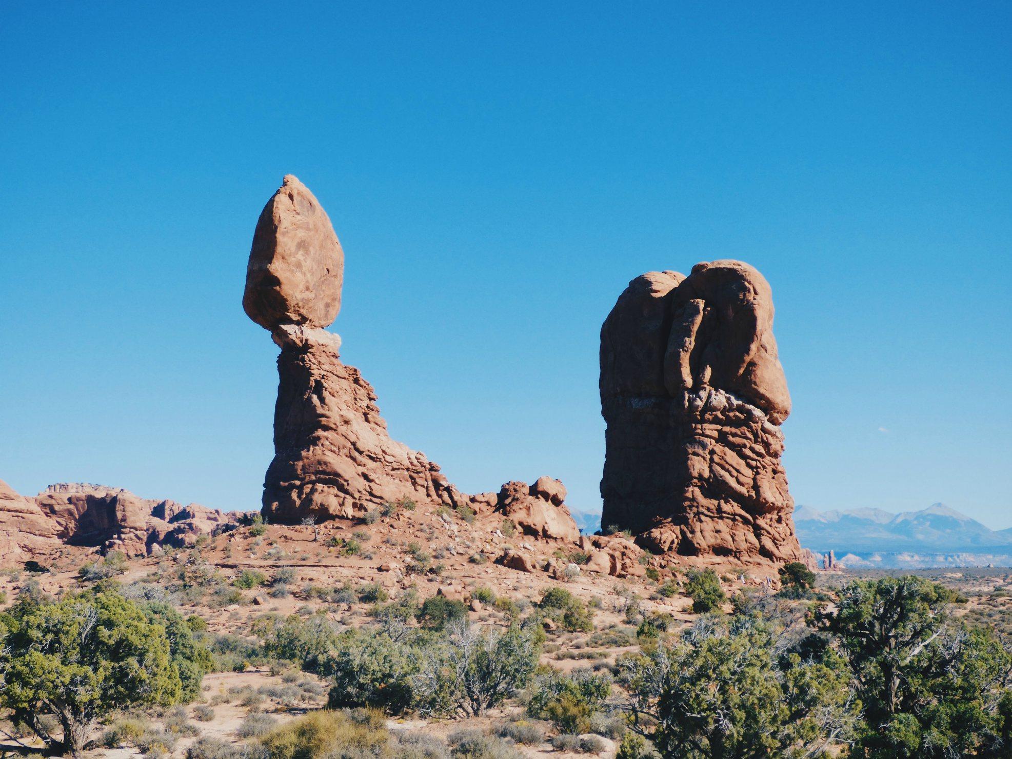 Tämä kuva on Arches National Parkista jonne emme tällä kertaa mene. Mutta näitä kivimuodostelmia ja hoodooita Utahissa riittää.