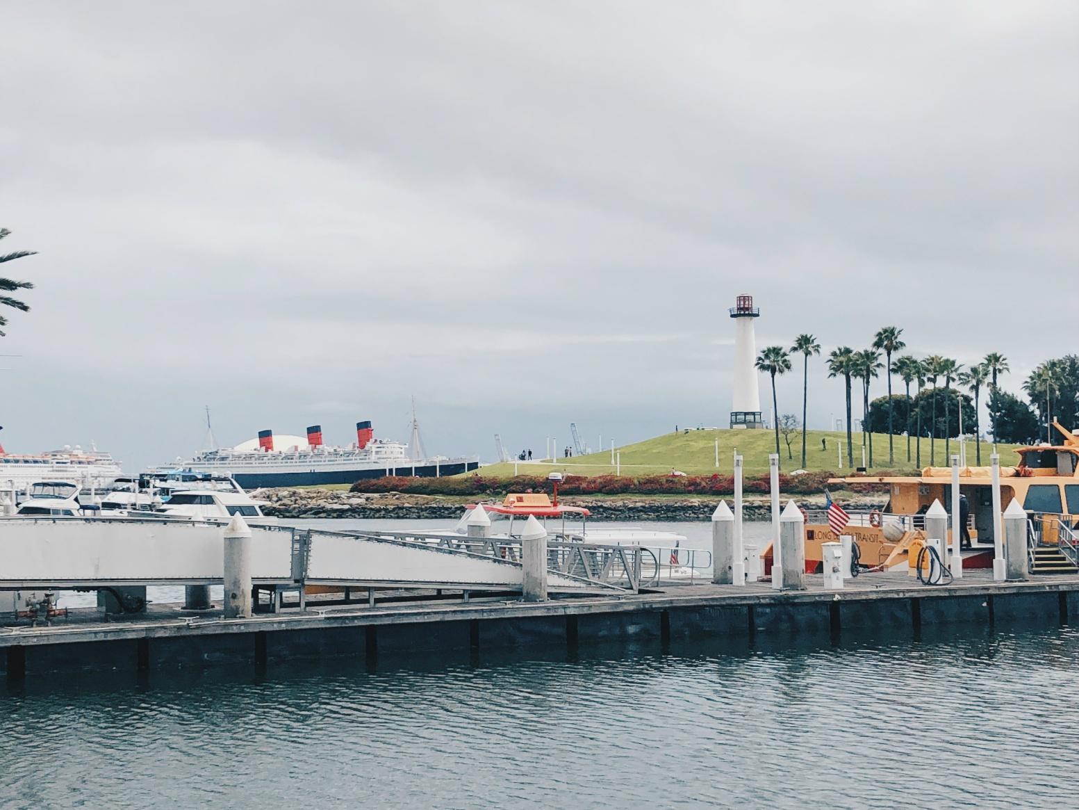 Long Beach on ihana paikka muutenkin käveleskellä. Taustalla Queen Mary.