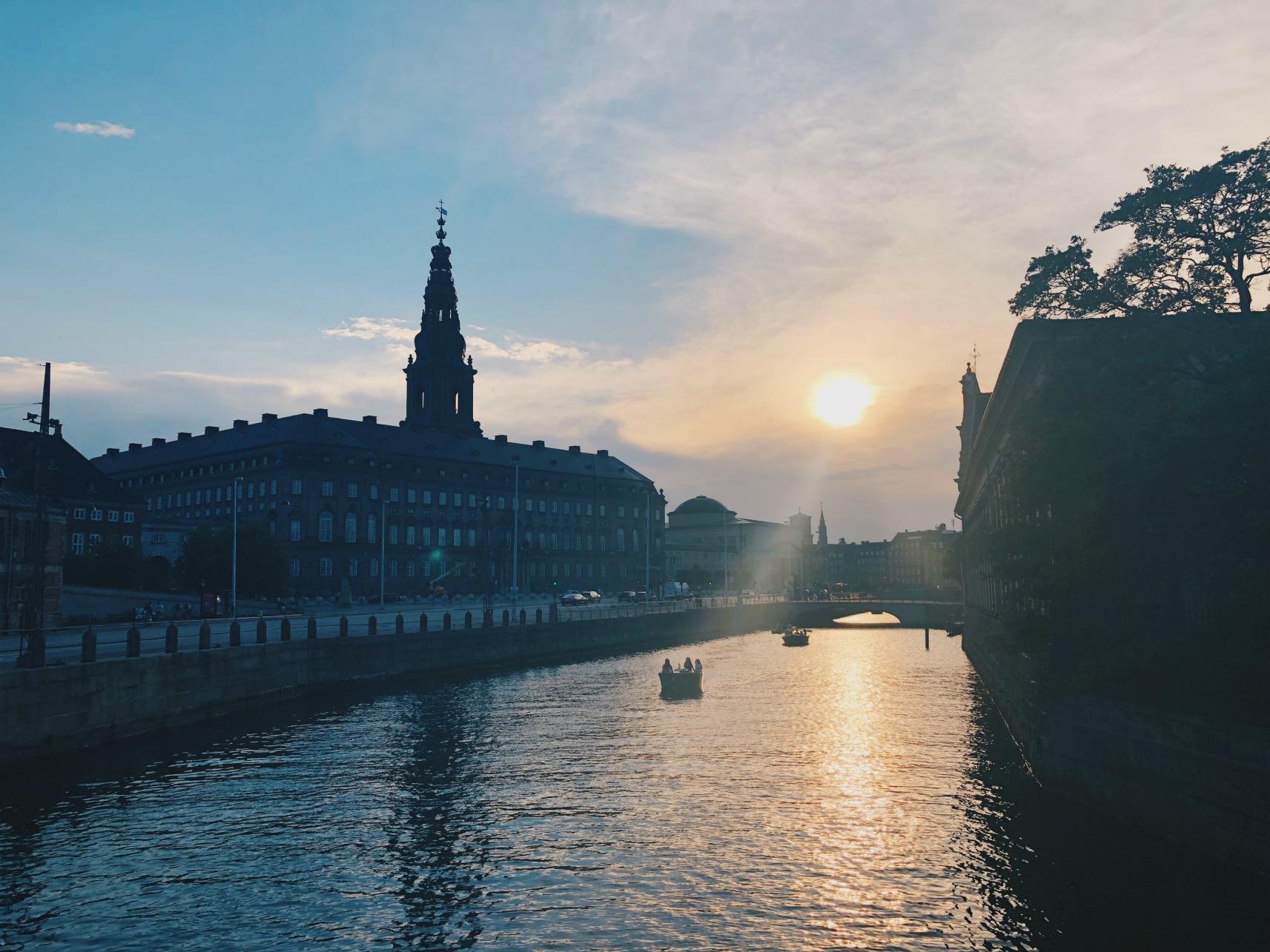 Auringonlasku Kööpenhaminassa