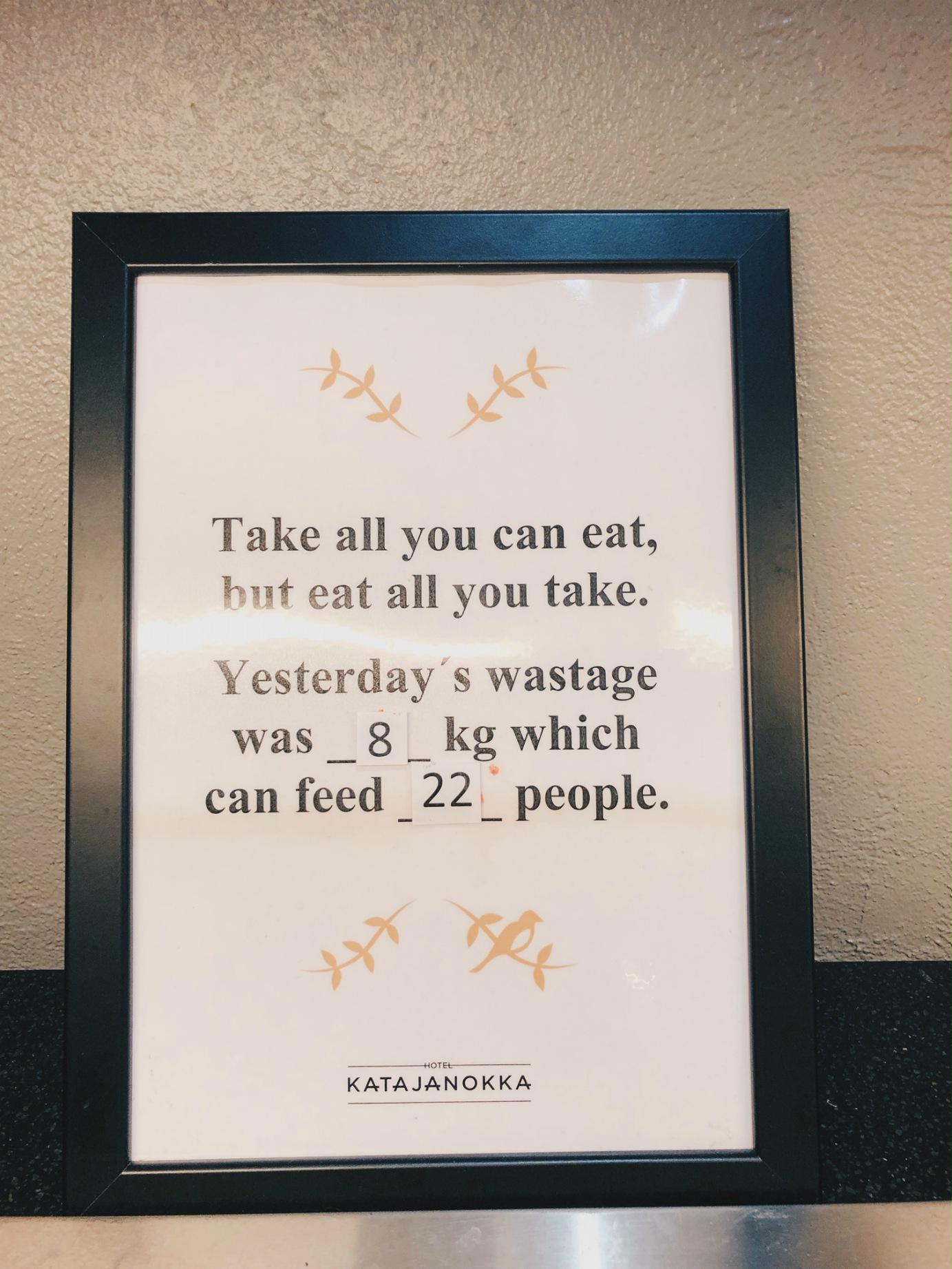Jätskiä ja muutakin lautaselle kerätessä, on hyvä muistaa myös tämä! Mielestäni tällainen taulu on hieno idea, saimme nimittäin tästä keskustelua aikaan myös lasten kanssa.