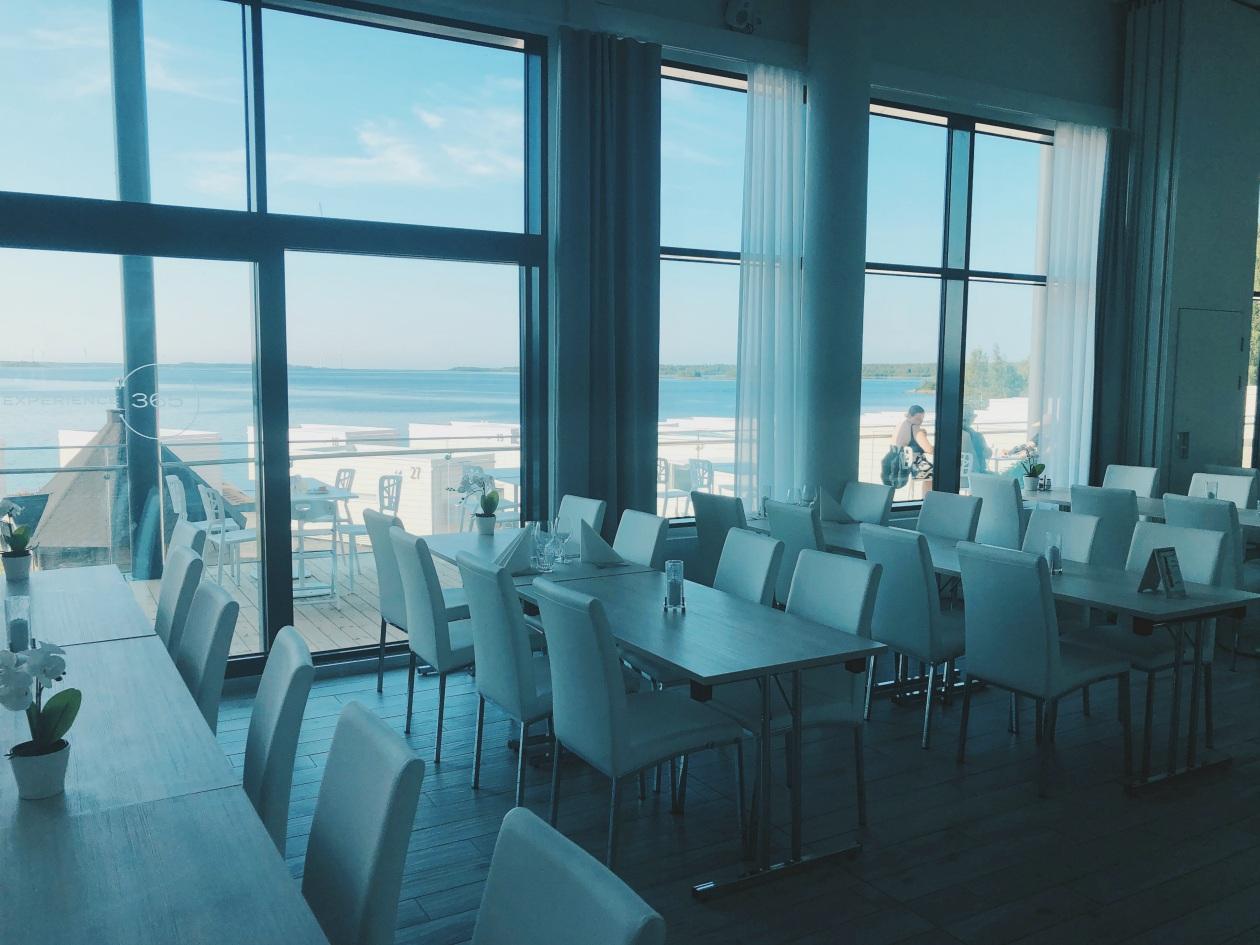 Lumihiutale ravintolan terassilta oli upea merimaisema