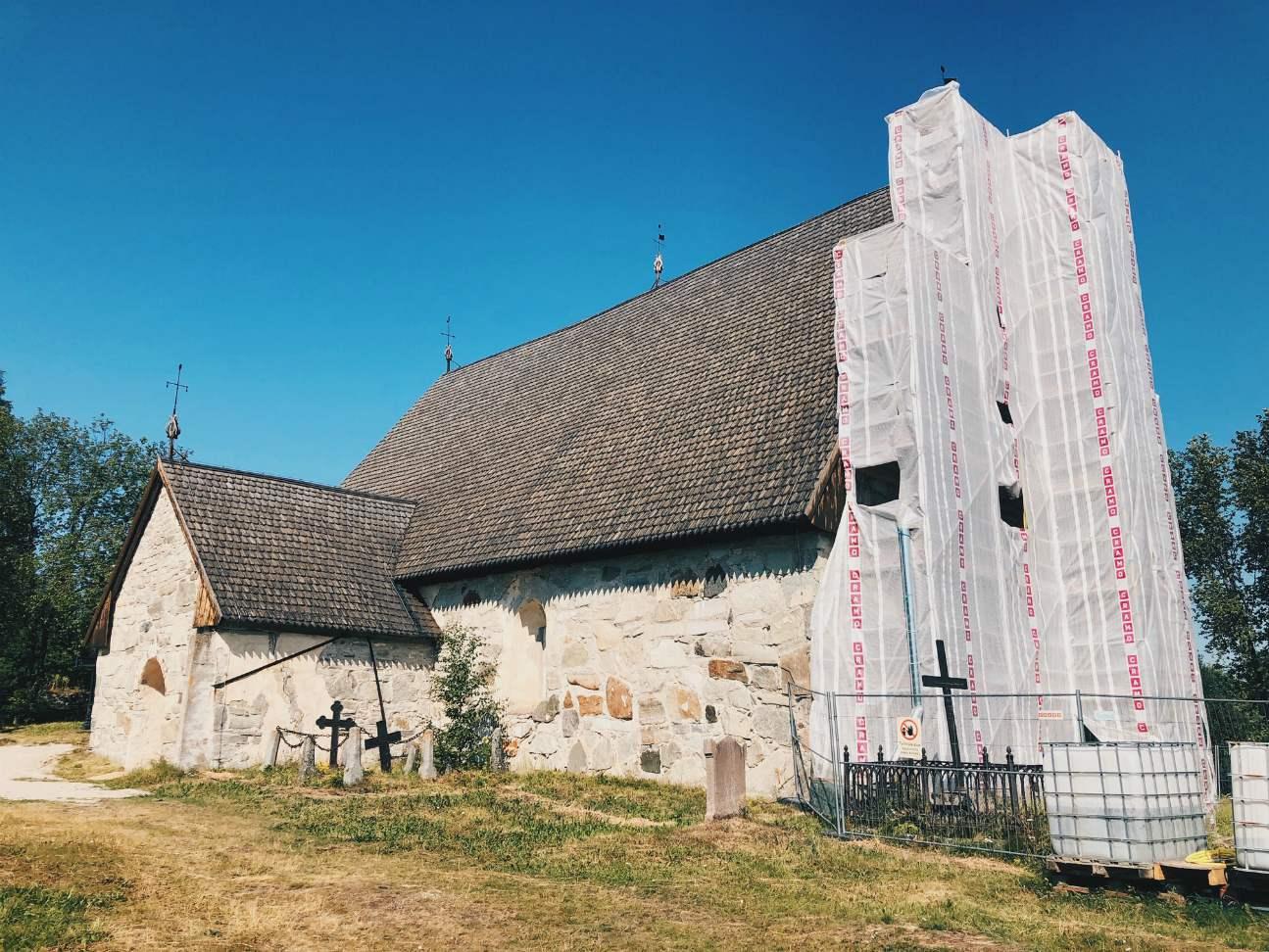 Kirkko oli vielä osittain kunnostustöiden alla, joten siitä oli vaikea saada hyvää kuvaa ulkoa.