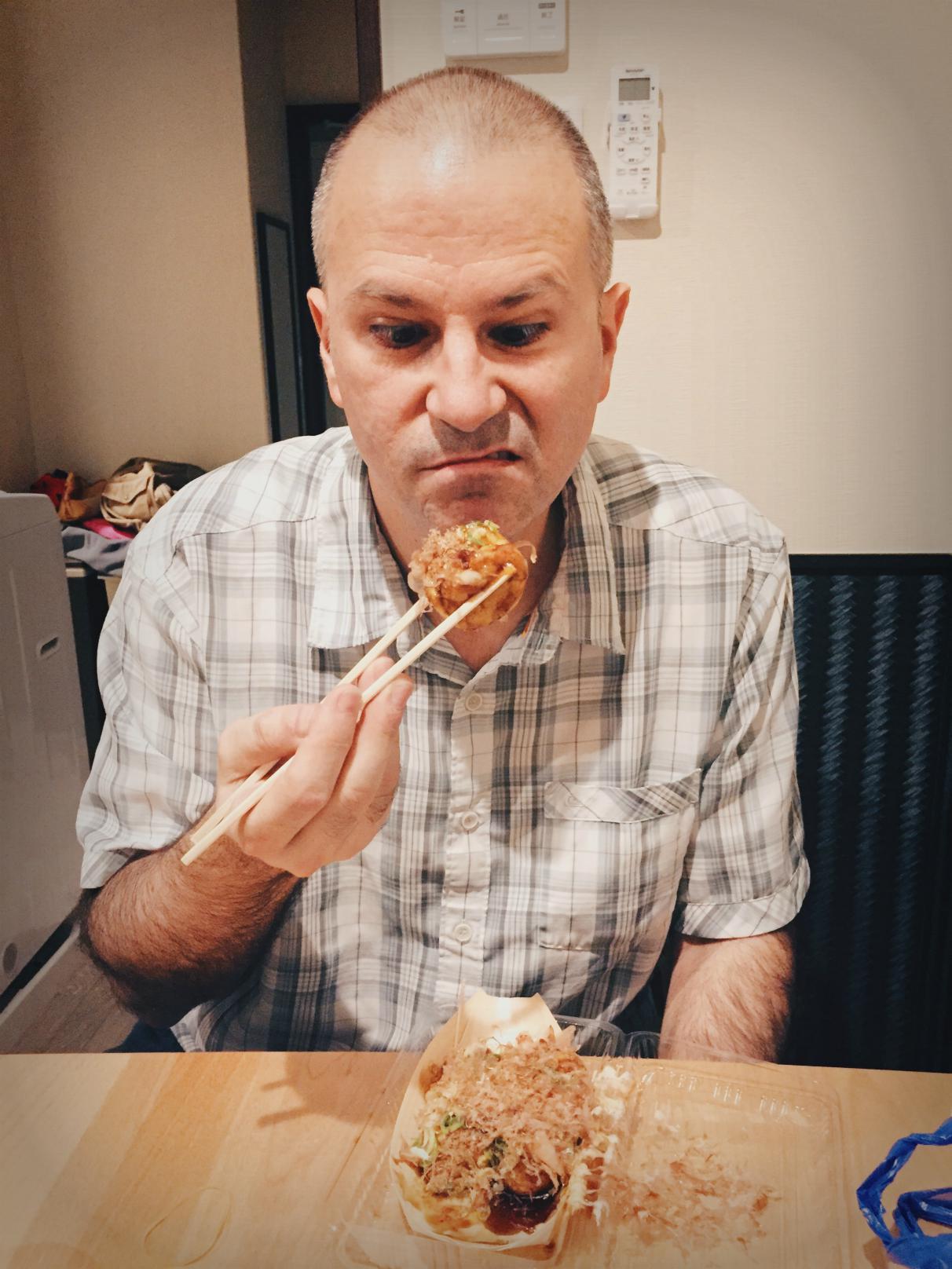 Takoyaki ei hurmannut miestäni ainakaan ensi kosketuksella.