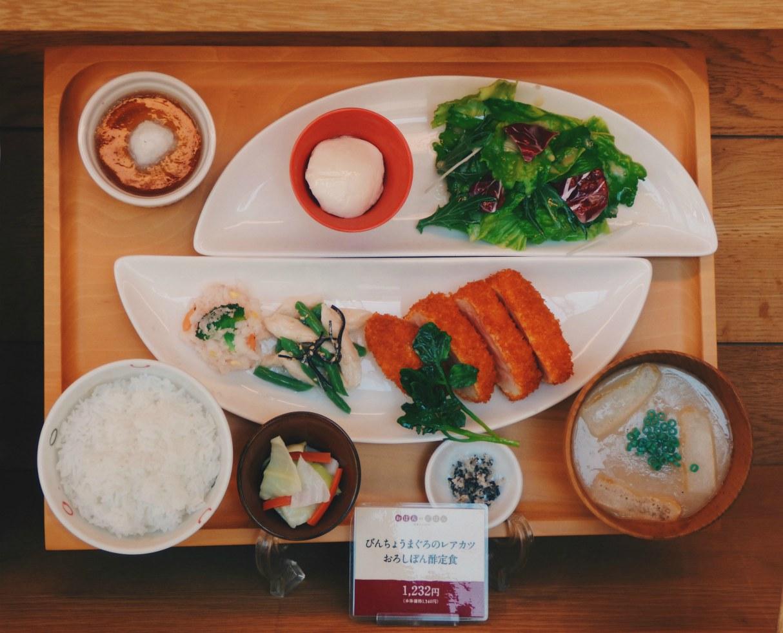 Tonkatsu - Tällaisia malliannoksia oli usein ravintolan ikkunoissa.