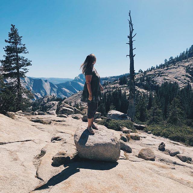 Hello mountains, hello Yosemite! A beautiful weekend for a little trip up to the mountains. This was the first time we took the Tioga Pass and we were surprised how much there was to see. ⛰ ~ Pieni viikonloppu retki läpi Yosemiten kansallispuiston toiselle puolelle vuoria. Ei voisi parempaa keliä ollakkaan! * * * * #yosemite #yosemitenationalpark #tiogapass #olmstedpoint #goparks #nationalparks #weekend #mountains #visittheusa #usa #california #photooftheday #familytravels #familytravelblog #travelblogger #roadtrip  #roadtripusa