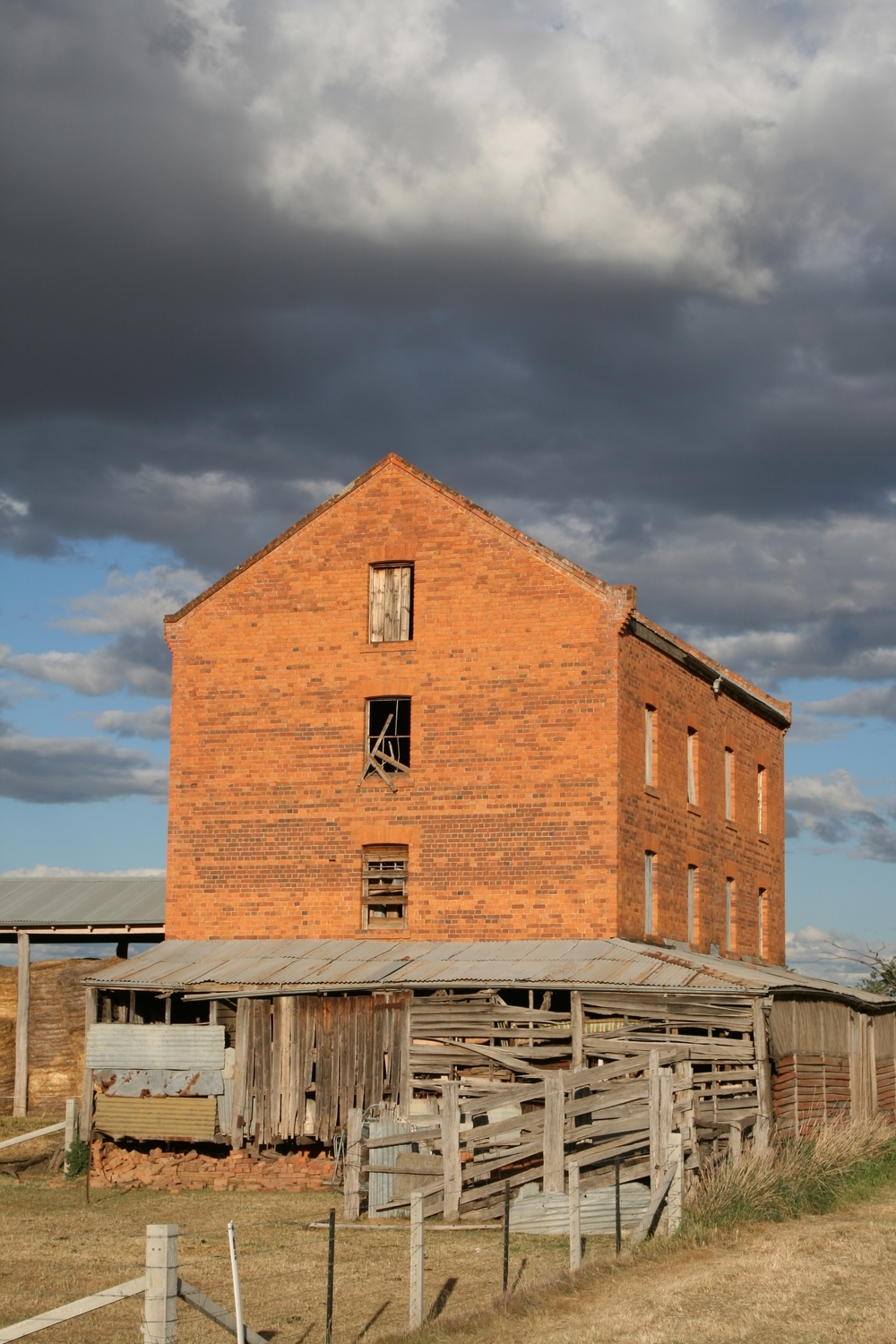 Old Millet Mill, Oxley