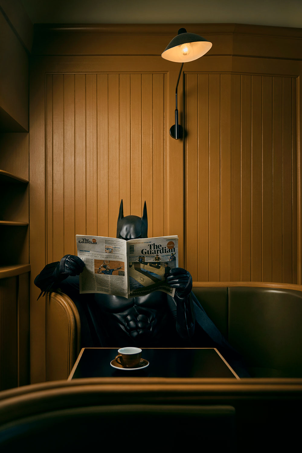 Trapped in his everyday commitment to justice, Batman also needs time between that, even if it's only for a short time. Just to have the feeling of a normal life next to his work, which takes him completely – just be human.