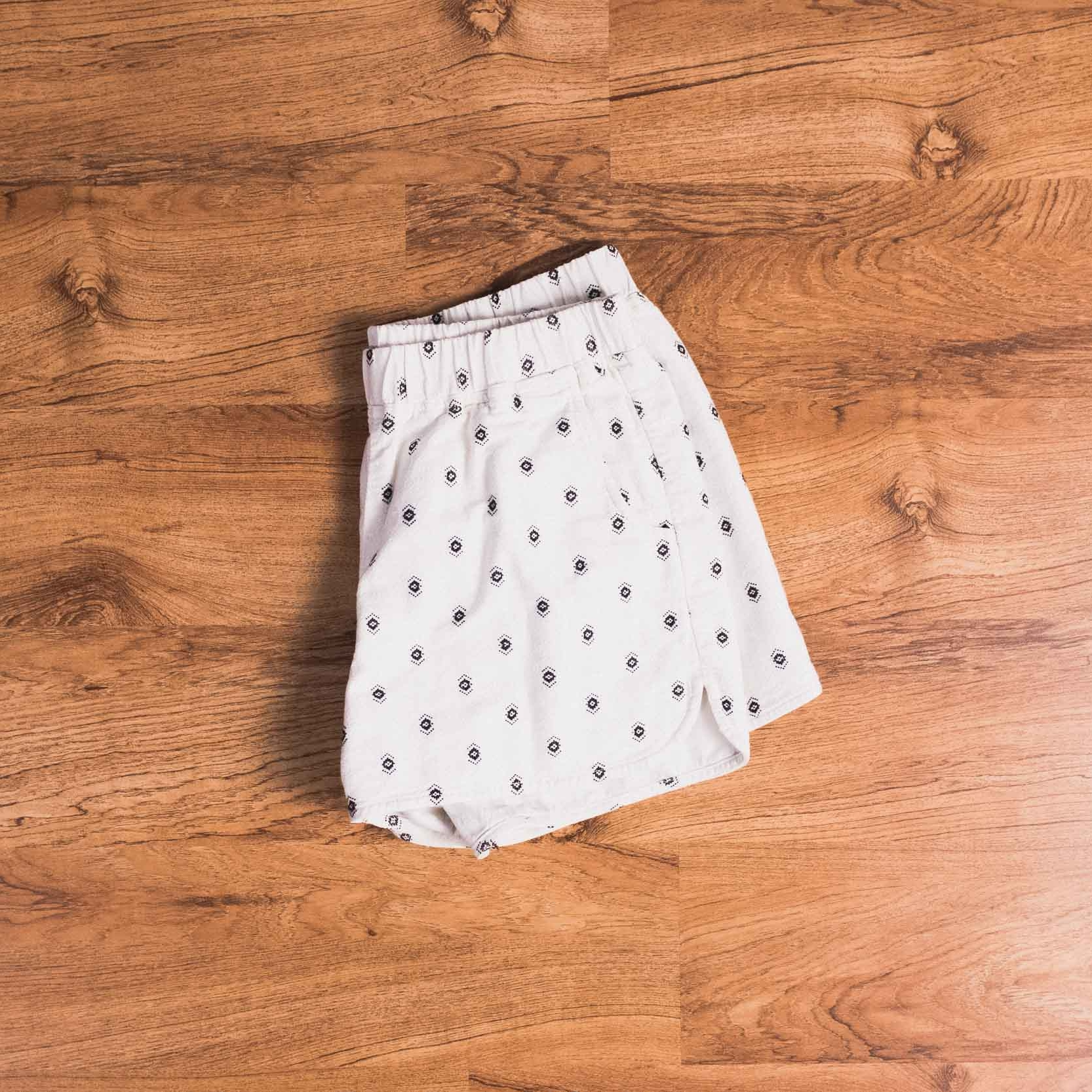 Patterned shorts (Madewell, similar  here  and  here .)