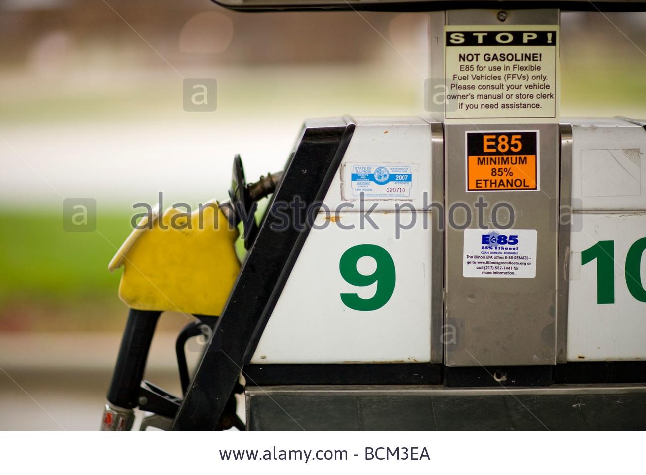 e-85-ethanol-blend-fuel-pump-at-a-gas-station-BCM3EA.jpg