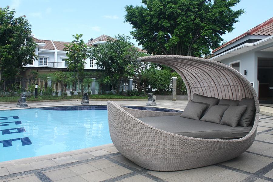 GARDEN FURNITURE:   Rattan, teak & illuminated furniture to style up your garden