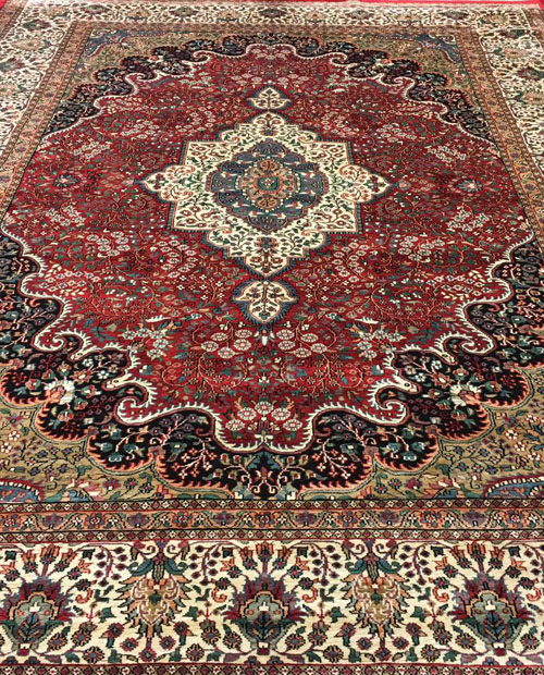ORIENTAL RUGS:   Hand-knotted traditional rugs in a range of customisable sizes