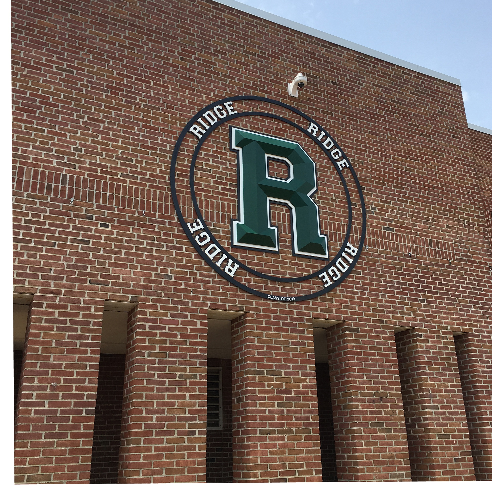 Today we completed the senior class gift for Ridge High School in Basking Ridge, NJ. The outer circle is a whopping 9ft in Diameter and the 3 color carved prismatic R is a towering 65in tall and 3 1/2in thick with diamond like facets cut into its face that make this spectacular custom carved sign sparkle in the sunlight.