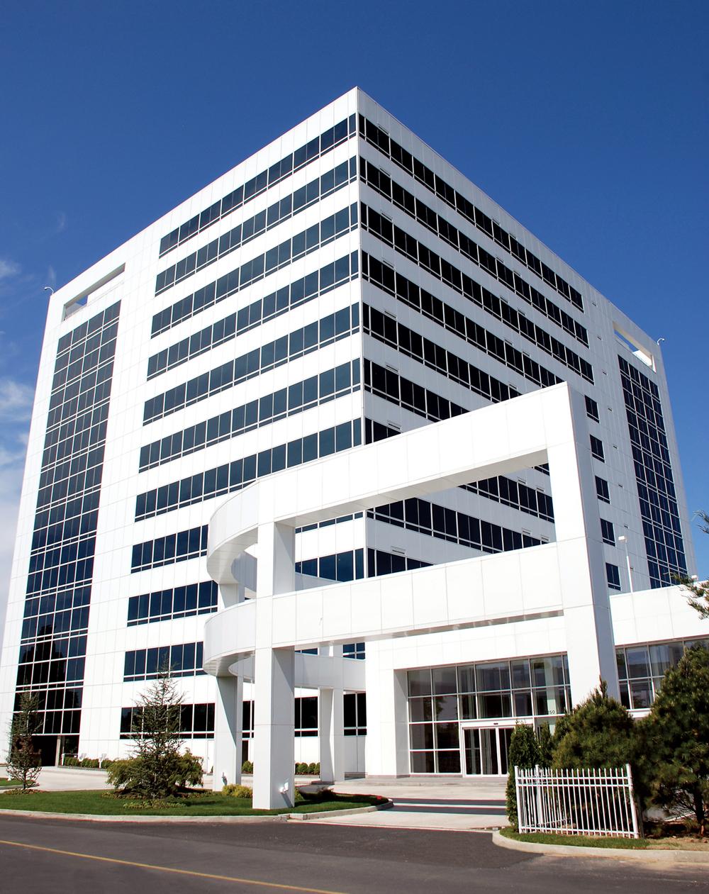 Tower+One+-+Hutchinson+Metro+Center.jpg