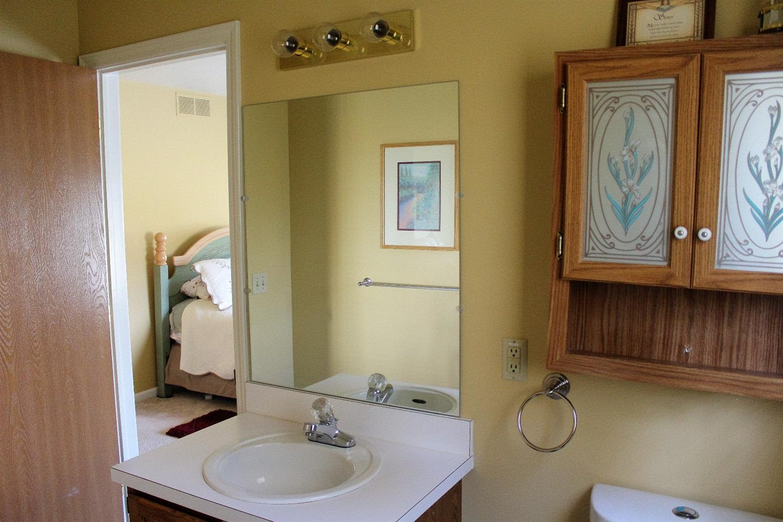 5065 Sandalwood Grand Blanc, MI 48439 - Bathroom