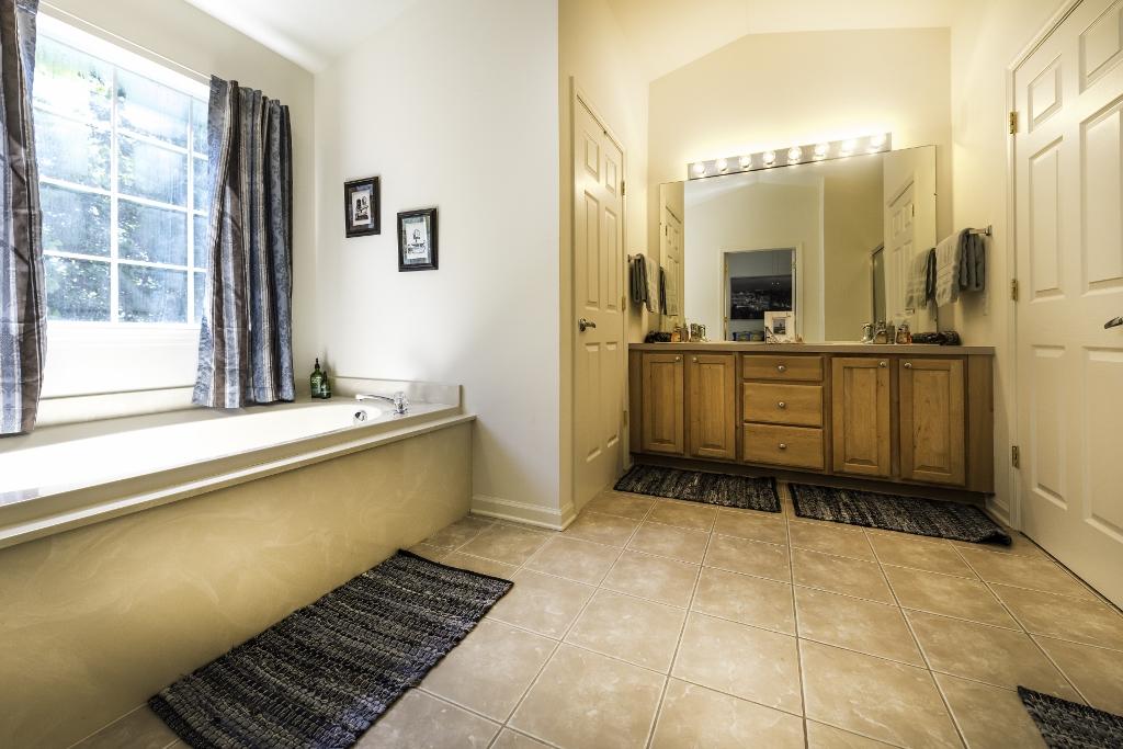 8277 Blue Jay, Ypsilanti Twp 48197 - Master Bathroom