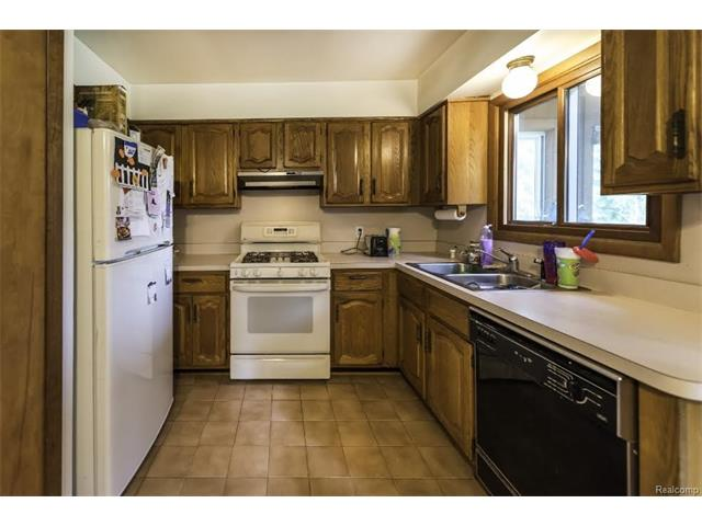 6520 CROFOOT Road, Iosco Twp 48843 - Kitchen