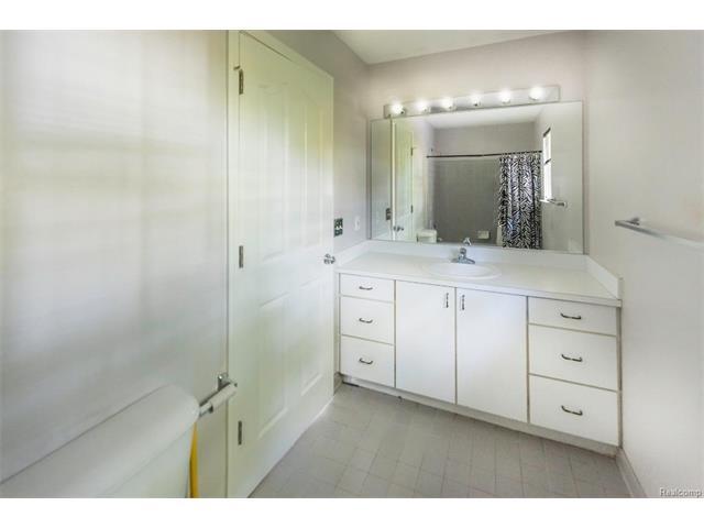 5397 Michael Drive, Ypsilanti Twp 48197 - Bathroom