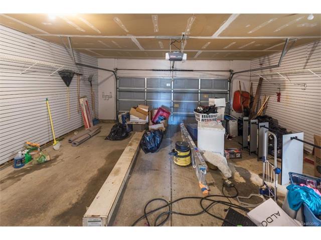 5397 Michael Drive, Ypsilanti Twp 48197 - Garage