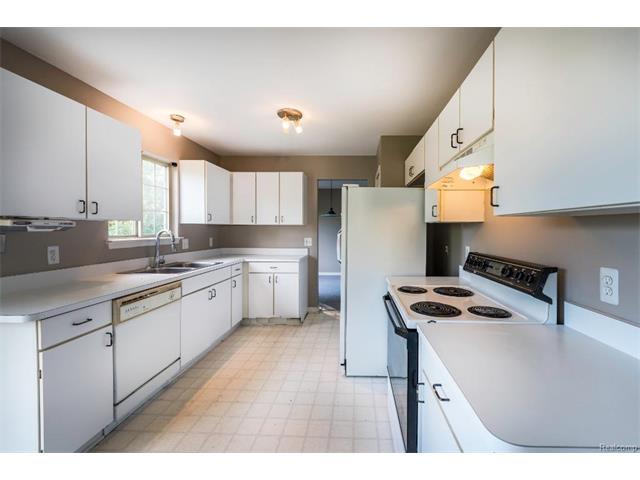 5397 Michael Drive, Ypsilanti Twp 48197 - Kitchen