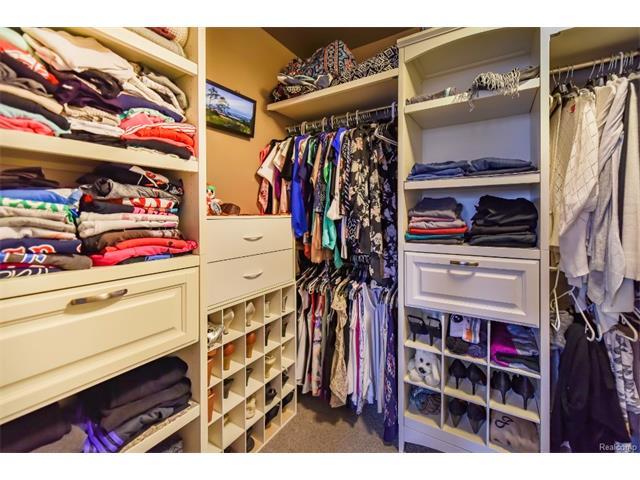 Walk-In Closet.jpeg