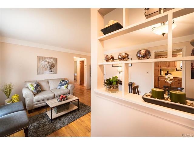 Family Room 4 - 4371 Myron Avenue, Wayne 48184
