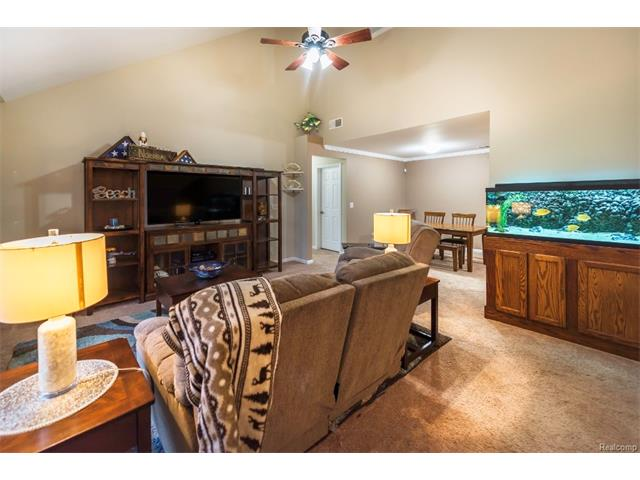 3253 Kneeland Circle, Howell Twp 48843 - Family Room