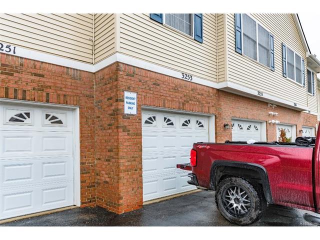 3253 Kneeland Circle, Howell Twp 48843 - Garage