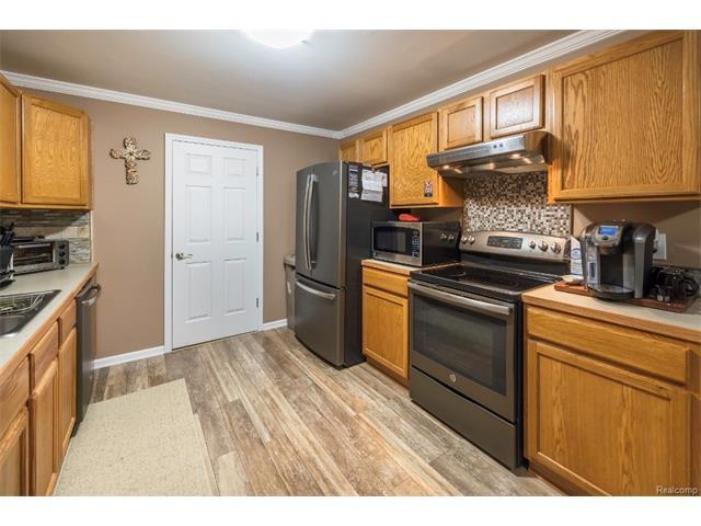 3253 Kneeland Circle, Howell Twp 48843 - Kitchen