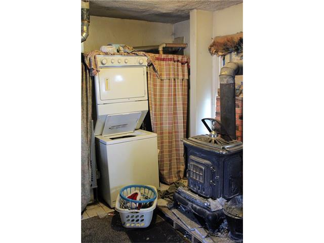 6305 OAKVILLE WALTZ Road, Exeter Twp 48117 - Laundry Room