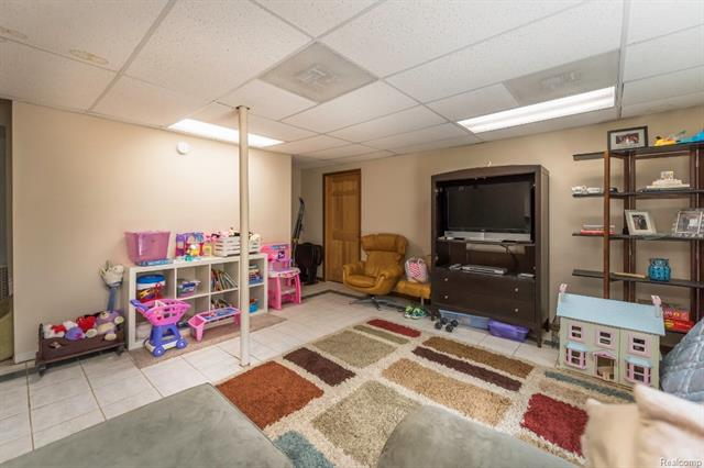 62800 HICKORY HILL Court, Lyon Twp 48178  - HINTON REAL ESTATE GROUP