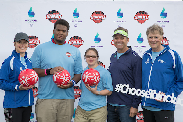 L-R: Susan Mullaney, President, Kaiser Permanente Washington; Joshua Bennett, Special Olympics Washington athlete; Devon Adelman, Special Olympics Washington athlete; Steve Largent, Seattle Seahawks Legend and USA Games Ambassador; Dr. Stephen Tarnoff, President and CEO, Washington Permanente Medical Group