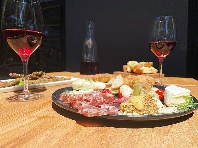 $25 for half carafe of Nouveau & Charcuterie (vegan or non-vegan) — need these simple pleasures in these hard times ✨ . . . #WeAreOpen #SocialDistanceDining #OpenForTakeout #CurbsidePickUp #exploremidtown #sacramento365 #sacramentofoodies #sacfarm2fork