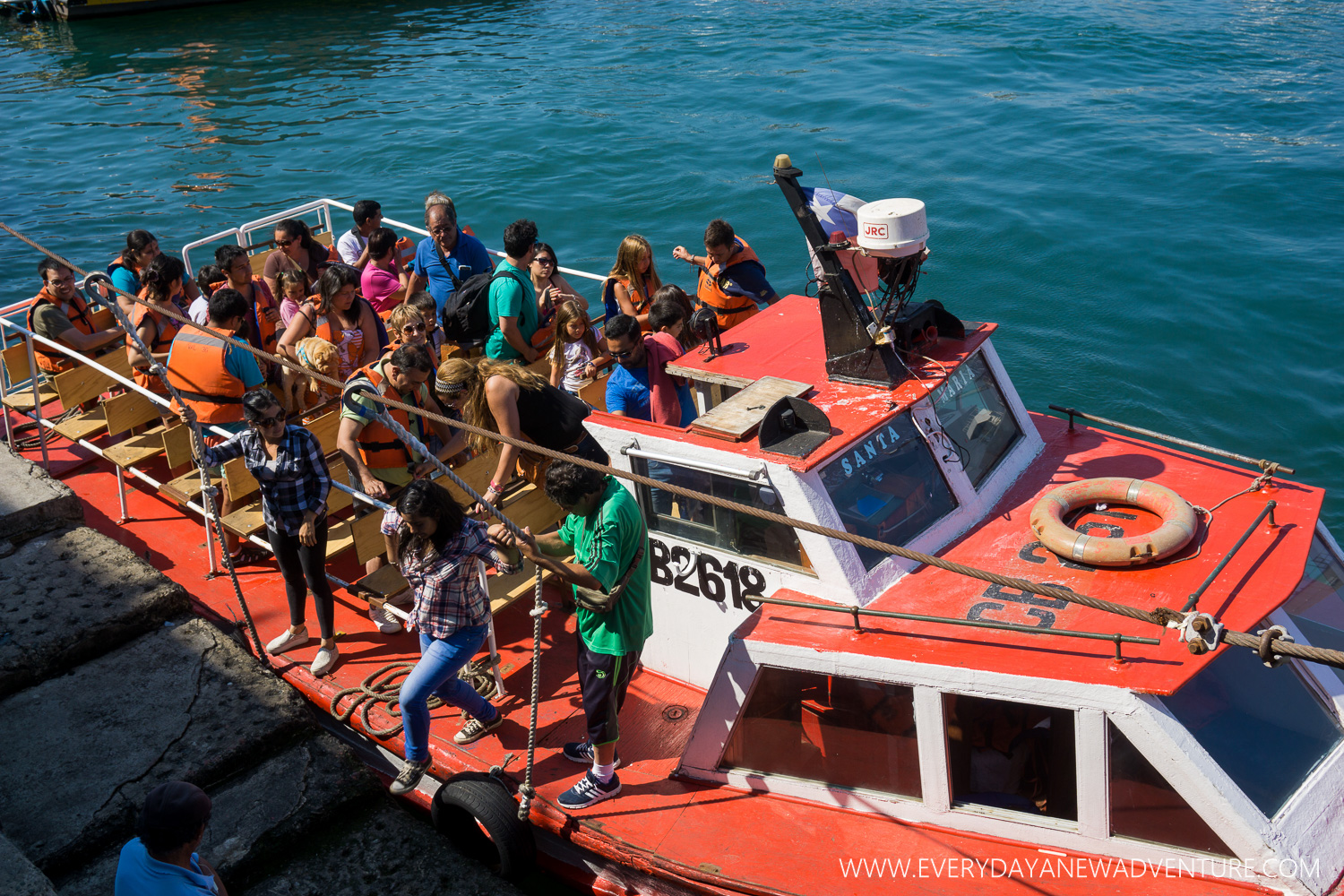 One of the lancha tours coming back from its cruise around the bay.