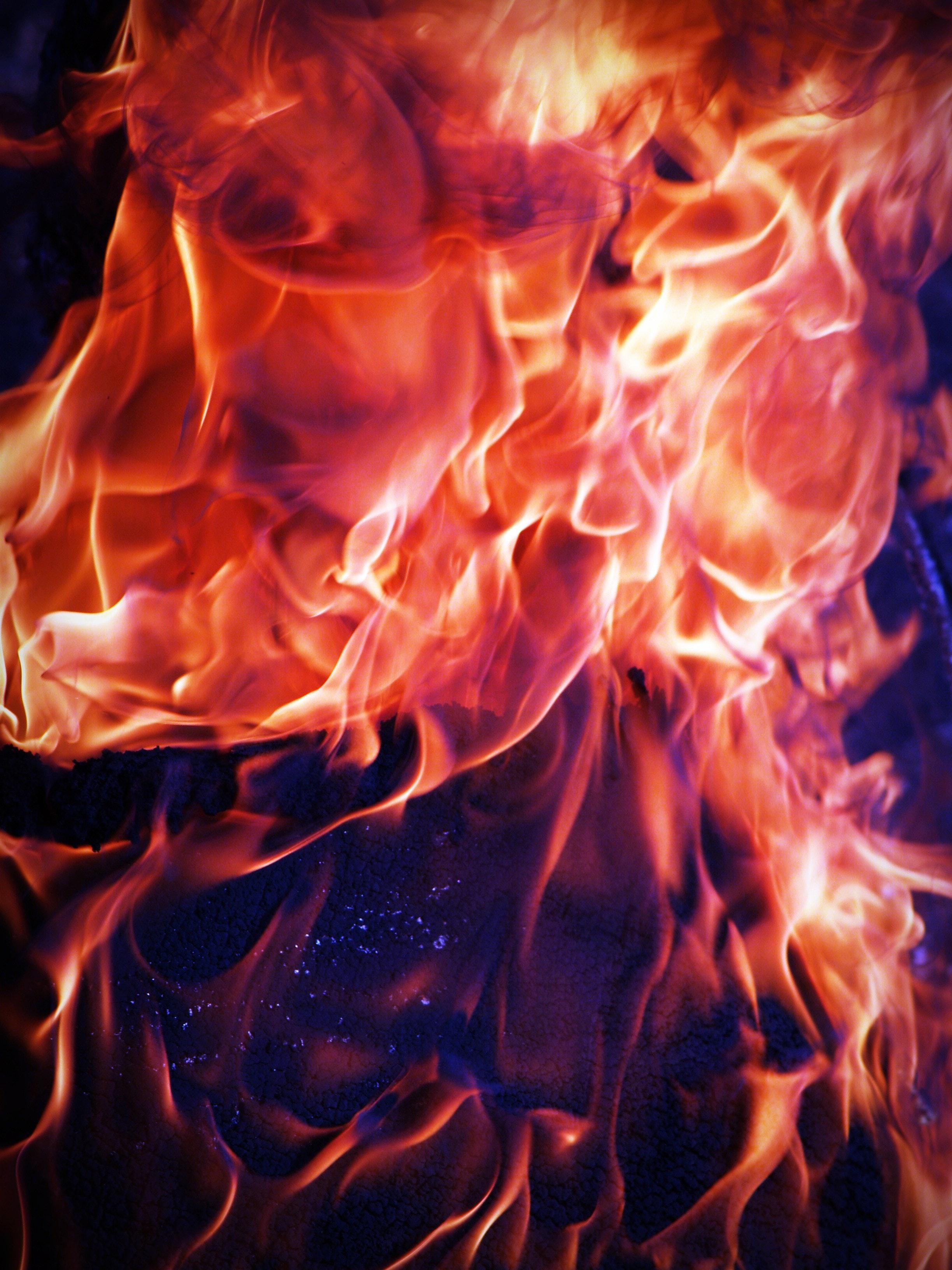 blaze-blazing-bonfire-216635.jpg