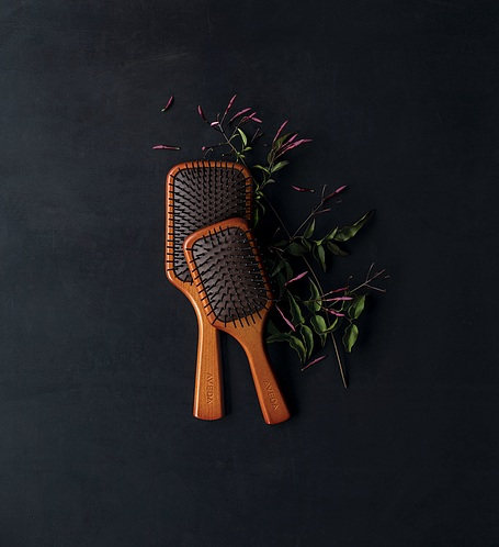 MINI PADDLE BRUSH   Our favorite paddle brush is now in a mini to style on the go. Professional mini paddle brush features extended bristles for easy detangling and reduces stress to hair and scalp during styling. Ideal for on the go and smoothing hair to create smooth, straight styles.